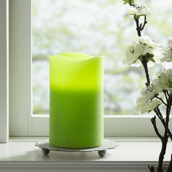 """LED Kerze """"May"""" - Echtwachs - flackernde LED - Timer - H: 15cm, D: 7,5cm - hellgrün"""