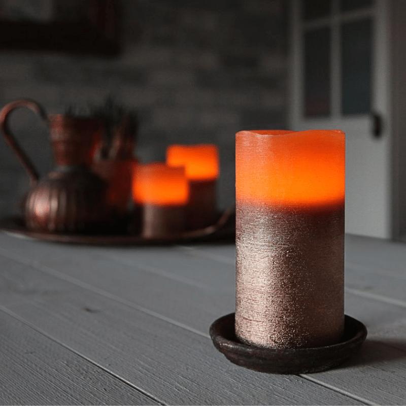 LED Kerze Cooper - Echtwachs - geschwungene Oberkante - flackernd - Timer- H: 15cm, D: 7,5cm