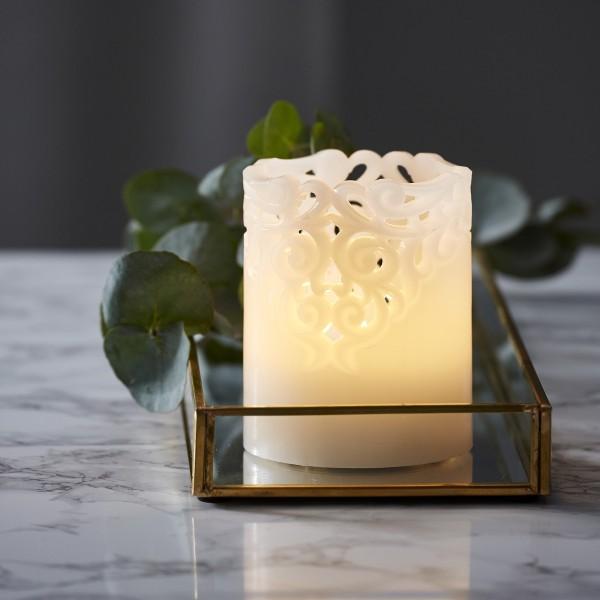 """LED Stumpenkerze """"Clary"""" - Echtwachs - Spitzenmuster - warmweiße Flamme - H: 10cm - Timer - weiß"""
