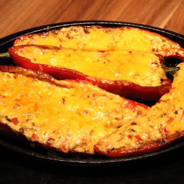 Die besten Grill Rezepte von www.grill-experte.de: Gefüllte Paprika mit Feta/Schmand/Parmesan